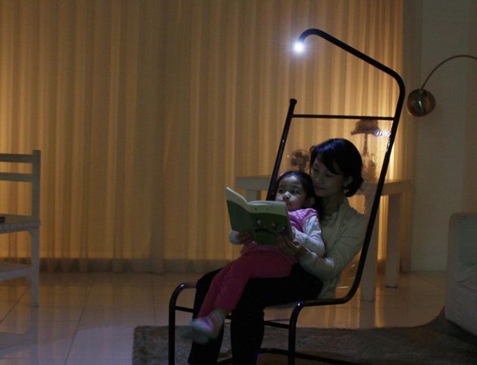 Светомебель - стул с лампой.