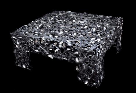 стол из столовых приборов