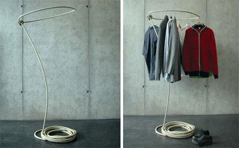 Экстраординарная вешалка для одежды а-ля Дикий Запад.