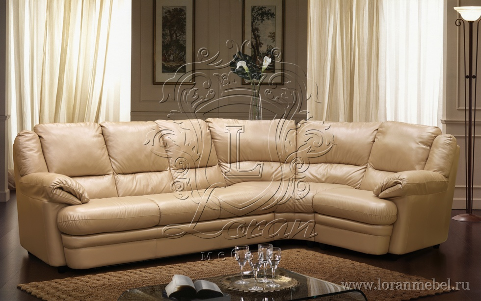 Служанку на кожаном диване 2 фотография